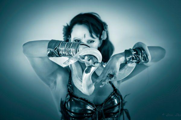 Lia Charmeuse de Serpent-Eric Dany.