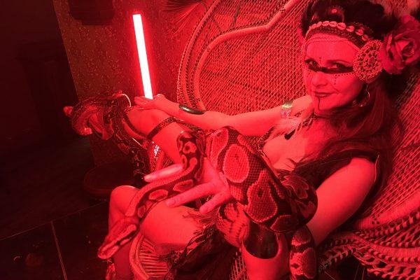 Charmeuse de Serpent Amazone